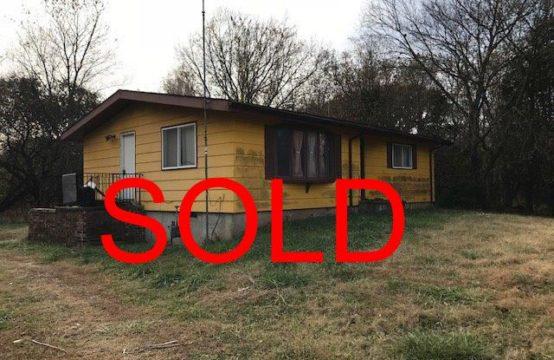 521 N Sharpsville Rd Eldorado Ks.  Absolute Auction